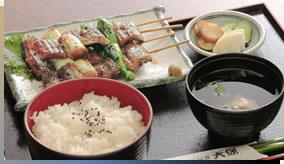 鳗鱼夹葱串套餐2,800日元(包括消费税)